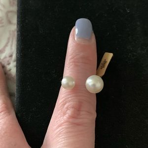 Accessories - Woman's pearl ring